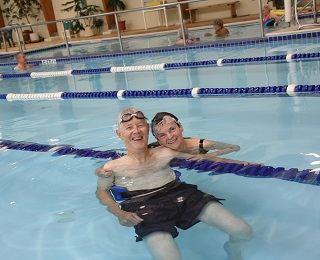 Couple-in-Kendal-pool