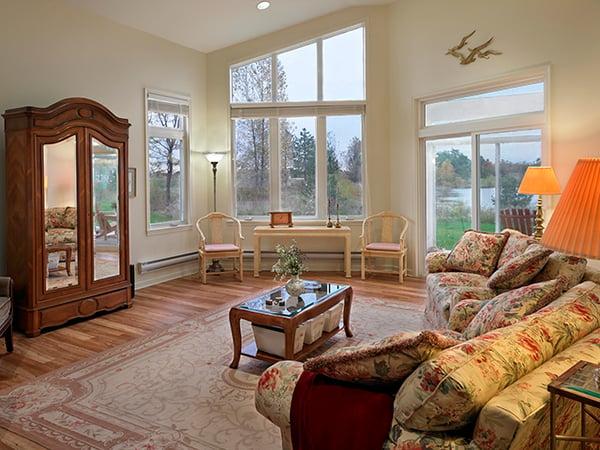 Cottage - organized living room