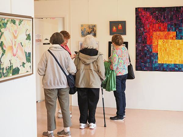 4 women in art gallery