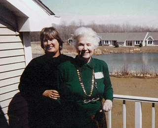 Tina Graf with her mother, Ruth, in Kendal at Oberlin's early days