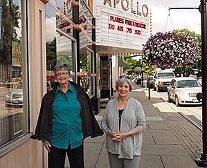 Residents in front of the Apollo Theater in Oberlin.