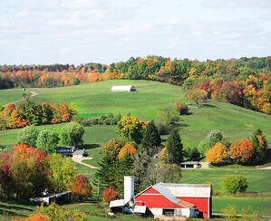 Rolling hills and farms tucked in the countryside of Amish Country